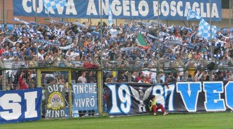 Calcio e mondo ultrà: tifosi gelesi colpiti da Daspo Potranno guardare partite da balconi e terrazze