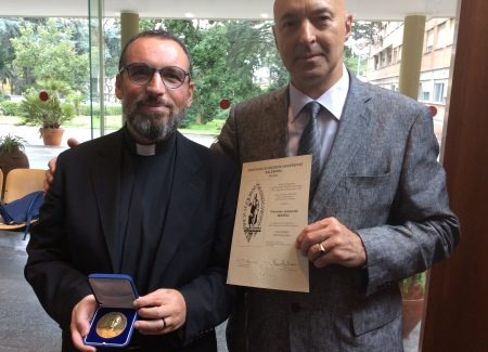 Università Pontificia Salesiana premia don Manuli Consegna della Medaglia dell'Università al parroco taurianovese