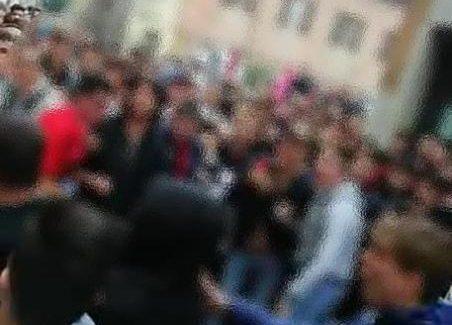 Rissa a Lamezia Terme, denunciati 8 giovani Tre maggiorenni e cinque minorenni, sono stati denunciati in stato di libertà dalla polizia di Stato e dai carabinieri con l'accusa di essere stati coinvolti, il 20 ottobre scorso, in una rissa avvenuta nel centro di Lamezia Terme