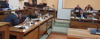 Taurianova, l'ultimo consiglio dell'anno con lo smartphone in mano