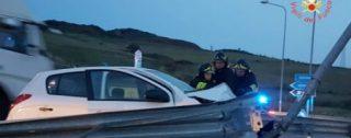 Incidente stradale all'alba sulla Statale 106, ferito un ventiquattrenne