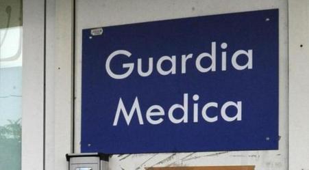 Medico in servizio alla guardia medica scoperto ubriaco Tra le medicine aveva una bottiglia di grappa. Denunciato per interruzione di pubblico servizio