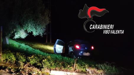 Ruba auto e dopo inseguimento si schianta Abbandonata la vettura ha fatto perdere le proprie tracce