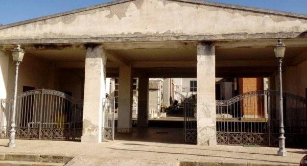 Taurianova, salvate il cimitero di Jatrinoli! Sporco, zozzo all'inversimile, non curato e con una sala mortuaria assaltata dalla muffa nelle pareti e tanto altro ancora...