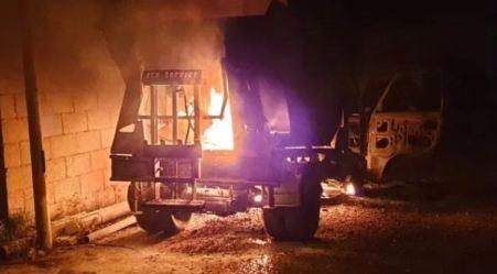 Roccella, incendiato mezzo utilizzato per la differenziata Le fiamme ne hanno danneggiato un altro che sostava nelle vicinanze. La condanna dell'amministrazione comunale