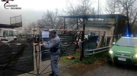Realizzazione abusiva sito trattamento rifiuti, denunciato Sigilli apposti all'area dai Carabinieri Forestale