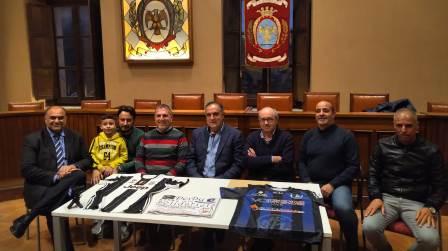 La rivalità unisce per un fine nobile: a Locri derby Inter-Juve L'obiettivo dell'iniziativa è l'acquisto di una giostra per persone disabili