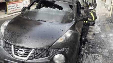 Due auto in fiamme a Reggio Calabria, avviate indagini Intervento dei Vigili del Fuoco per spegnere il rogo