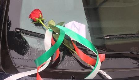 """Carabiniere ucciso a Foggia, in Calabria rosa su """"gazzella"""" Lasciata da un anonimo cittadino insieme ad un messaggio sul parabrezza di un'auto dei militari dell'Arma: """"Onore a voi, garanzia di tutela"""""""