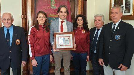 Reggio, Falcomatà riceve le atlete Benedetto e Zoccali Sono in partenza per il mondiale di Karate a Istanbul