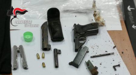 Minaccia i Carabinieri con un coltello: arrestato 34enne Accusato di possesso di armi clandestine e resistenza a pubblico ufficiale