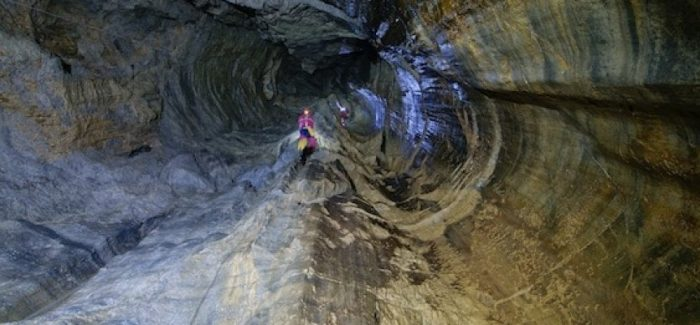 """Quattro speleologi bloccati nella grotta """"Fossa del lupo"""" Sorpresi da un'onda di piena nell'Abisso del Bifurto, si sono rifugiati in un ramo dove sono al sicuro. Soccorsi per portarli in salvo"""