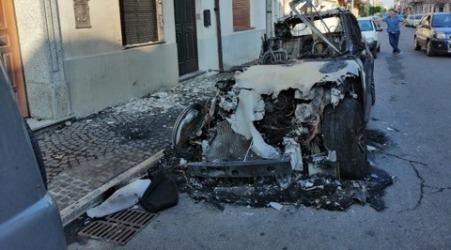 Gioia Tauro, incendiata nella notte auto medico Cambareri La solidarietà dell'amministrazione comunale