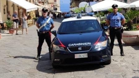 Furto gioielleria, Carabiniere libero da servizio ferma ladro La refurtiva è stata consegnata ai legittimi proprietari