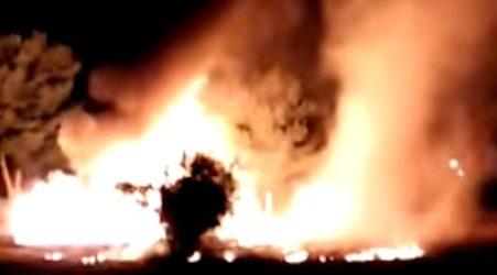 Calabria, incendio distrugge un villaggio turistico nella notte Il rogo ha devastato palco, sedie e passerelle di accesso al mare