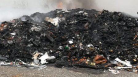 In fiamme rifiuti di un centro vicino Cittadella Regionale I Vigili del Fuoco sono riusciti a domare l'incendio evitando si propagasse alle zone circostanti
