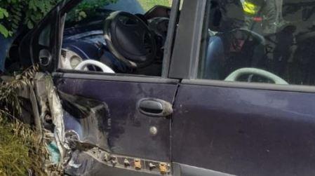 Incidente sulla S.S. 106: coinvolti autocarro e due auto Due persone sono rimaste ferite nell'impatto