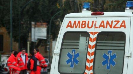 Incidente stradale tra due auto su statale 107, muore 87enne L'anziano è rimasto incastrato nell'abitacolo a causa del forte impatto tra le vetture