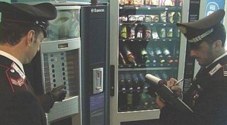 Danneggiamento distributore alimenti, sei persone indagate Cinque di loro sono minorenni. Scoperti dai Carabinieri grazie alle immagini delle telecamere del sistema di videosorveglianza