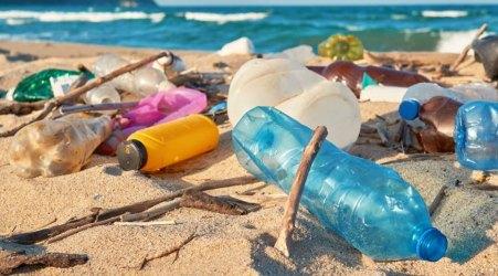 Calabria dichiara guerra alla plastica nei mari e nelle spiagge La giunta regionale ha approvato il piano d'azione che si prefigge la valorizzazione delle coste e uno sviluppo territoriale ecosostenibile