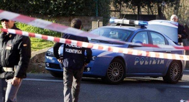 Reggio, cadavere di un uomo ritrovato nei pressi di un bar La Polizia Scientifica è impegnata nei rilievi di rito