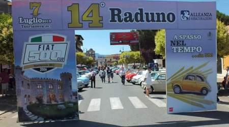 Taurianova, grande successo per raduno delle Fiat 500 Tappa anche a San Giorgio Morgeto per visitare uno dei borghi più belli d'Italia