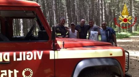 Persi tra i boschi della Sila, ritrovati dai Vigili del Fuoco Tre persone sono state salvate dopo aver perso l'orientamento durante un'escursione