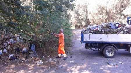 """Taurianova, avviso ai """"lordazzi"""": anche stavolta hanno pulito! Dopo la nostra segnalazione sulla questione """"Donna Livia"""", sono stati ripristinati i luoghi con una pulizia straordinaria che ha interessato anche altre strade della città, invase da rifiuti abbandonati"""