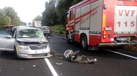 Polistena, grave incidente stradale con due feriti Lo scontro è avvenuto sulla strada di grande comunicazione. Gli occupanti del furgone sono illesi. I soccorsi sono stati tempestivi grazie ai vigili del fuoco. La Polstrada indaga sulle cause dell'impatto