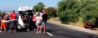 Scontro tra due auto sulla strada statale 106: cinque persone ferite