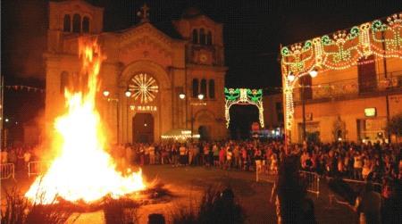 """Il falò delle feste religiose e """"U 'mbitu"""" a Taurianova Il rito dell'accensione del fuoco nelle parole di don Leonardo Manuli"""