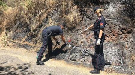 Appiccarono rogo con un accendino, indagati due giovani Identificati grazie ai filmati del sistema di videosorveglianza