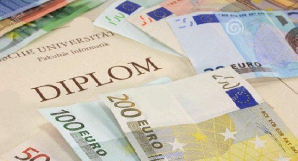 Diploma facile, indagini anche a Reggio Calabria e Cosenza Smascherato un giro d'affari da un milione di euro in quaranta province d'Italia