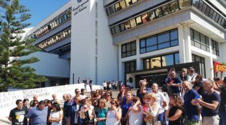 """Protesta precari sanità Calabria per dire """"no"""" al licenziamento Sit-in a Reggio Calabria davanti la sede del Consiglio regionale"""