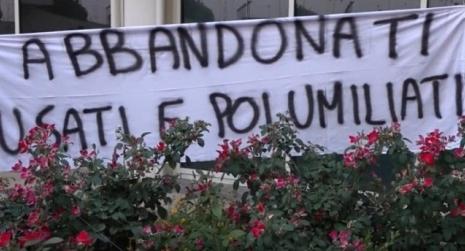 Protesta precari calabresi della sanità contro licenziamenti Sit-in nella notte davanti la sede della Regione Calabria. In ballo il futuro di oltre 200 operatori del settore