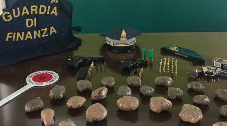 Pistole e cocaina in soffitta, 77enne finisce ai domiciliari Perquisizione effettuata dalla Guardia di Finanza