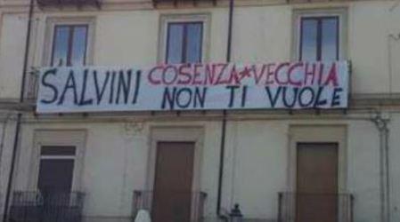 """Lega a Cosenza, su Facebook gruppo """"Stutamu Salvini"""" Oltre quattromila utenti contestano la visita dell'ex ministro in città"""