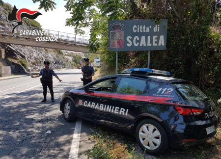 Perseguitava stalker, arrestato un 53enne L'uomo ha iniziato a lanciare alcuni sassi contro le finestre dell'abitazione, per poi fuggire all'arrivo dei Carabinieri intervenuti su richiesta della donna