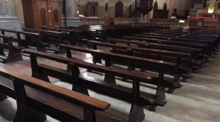 Tenta di rubare cassetta offerte in chiesa: denunciato 34enne Bloccato dopo che il parroco ha allertato una volante della Polizia di Stato