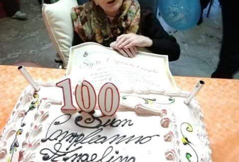 Nonna Angelina compie 100 anni La signora Capparelli vive a Castrolibero in provincia di Cosenza