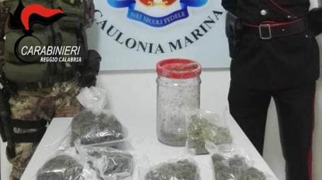 Arrestate due persone e deferita un'altra per smercio di droga I Carabinieri della compagnia di Roccella Jonica hanno effettuato un servizio di controllo del territorio