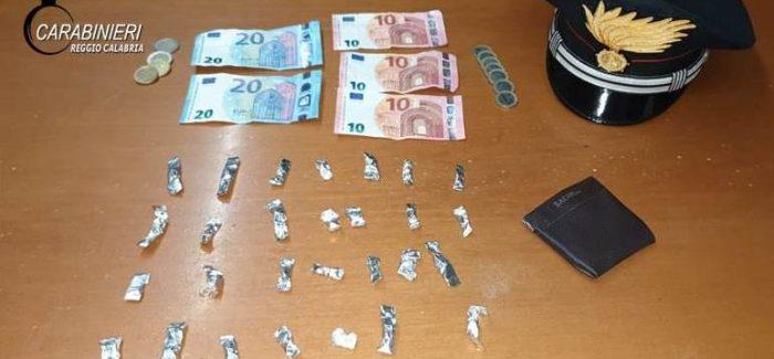 A bordo dell'autovettura con della cocaina. Arrestato dai carabinieri Senza sosta l'attività investegativa dei carabinieri di Reggio Calabria