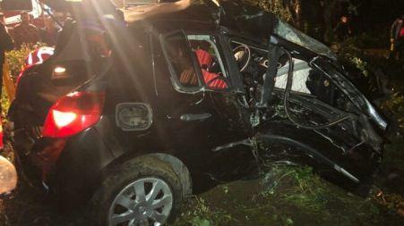 Un morto e un ferito grave in un drammatico incidente stradale Un auto è andata fuori strada per causa ancora in via di accertamento