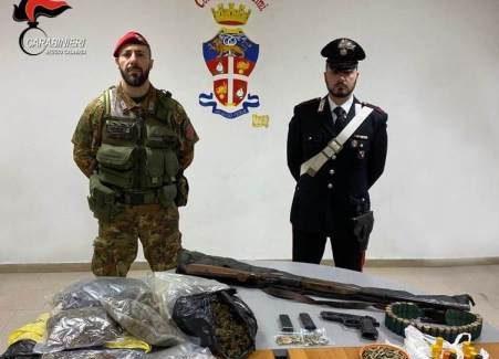 Palmi, rinvenuto arsenale di armi e droga in fondi agricoli Tre persone sono stati deferiti in stato di libertà