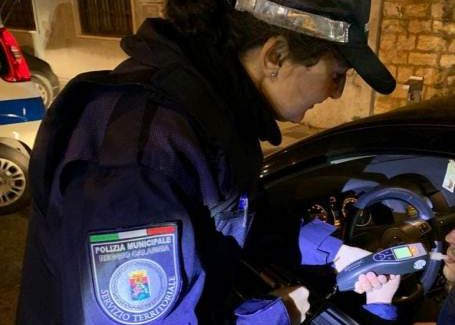 Reggio Calabria, la Polizia Locale ha effettuato un servizio straordinario del territorio Contestati complessivamente 23 verbali al codice della strada. Ben 200 i veicoli controllati e 140 i conducenti sottoposti a pre-test