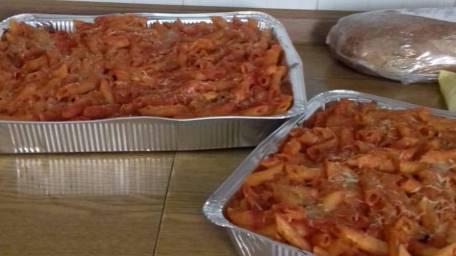"""La giurista Rita Tulelli dona un pasto caldo alla mensa dei poveri della Chiesa della Madonna di Pompei Presidente dell'associazione """"Universo Minori"""" lo fa grazie alle vendite del suo terzo libro a Varapodio"""