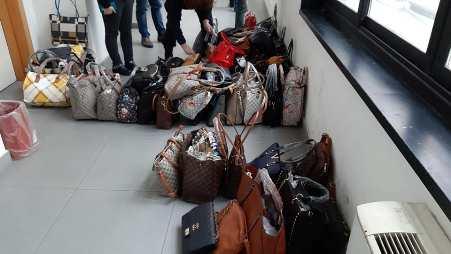 Focus 'ndrangheta a Reggio Calabria, operazione della Polizia Locale Sequestrati 650 pezzi di merce contraffatta al mercato Botteghelle