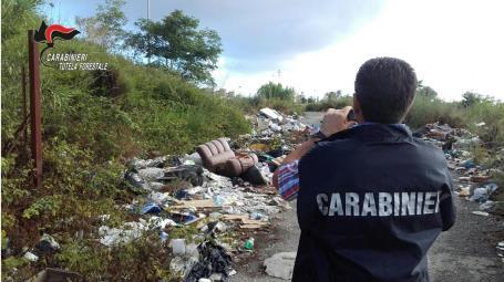 """Intensificata i controlli sull'abbandono dei rifiuti con il posizionamento di """"fototrappole"""" A carico dei trasgressori sono stati avviati i relativi procedimenti amministrativi, in relazione ai quali sono state contestate sanzioni, per un importo complessivo di oltre 8.000 Euro"""