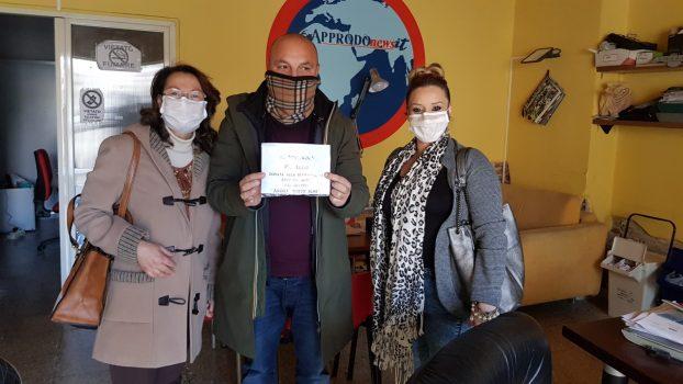"""Dopo l'appello di Approdonews, il gruppo """"Andrà Tutto Bene"""" ha consegnato 1000 mascherine ai cittadini. Questa sera alle 18 segui la diretta"""